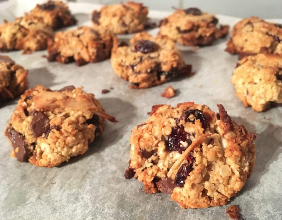 Granola koekjes met kokos, cranberry en pure chocolade - ChocoladeZusjes