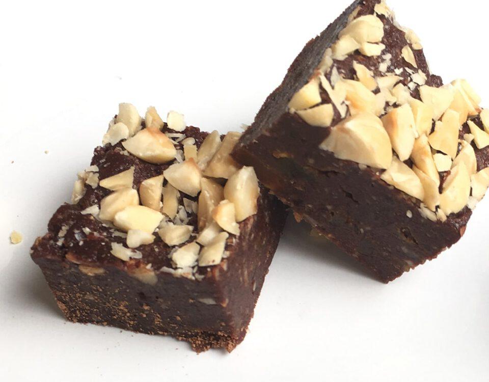 Lactosevrije chocolade brownie met hazelnoot en abrikoos - Chocoladezusjes