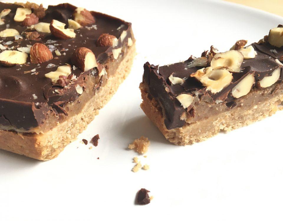 Vegan Snickertaart met een twist - Chocolade Zusjes