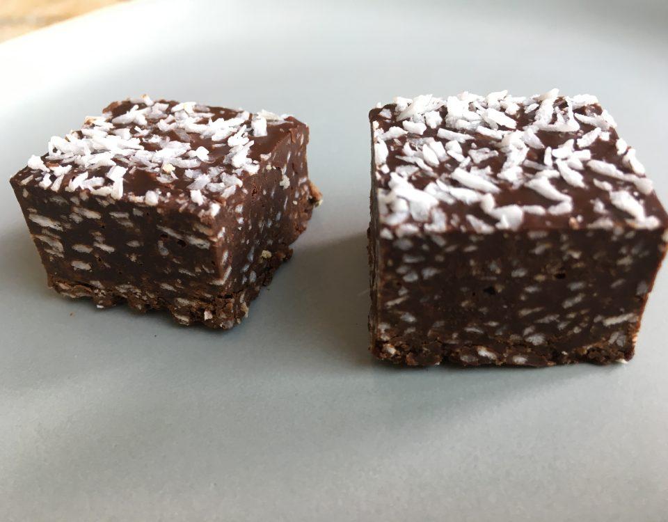 chocoladefudge met kokos en Malibu - Chocolade Zusjes