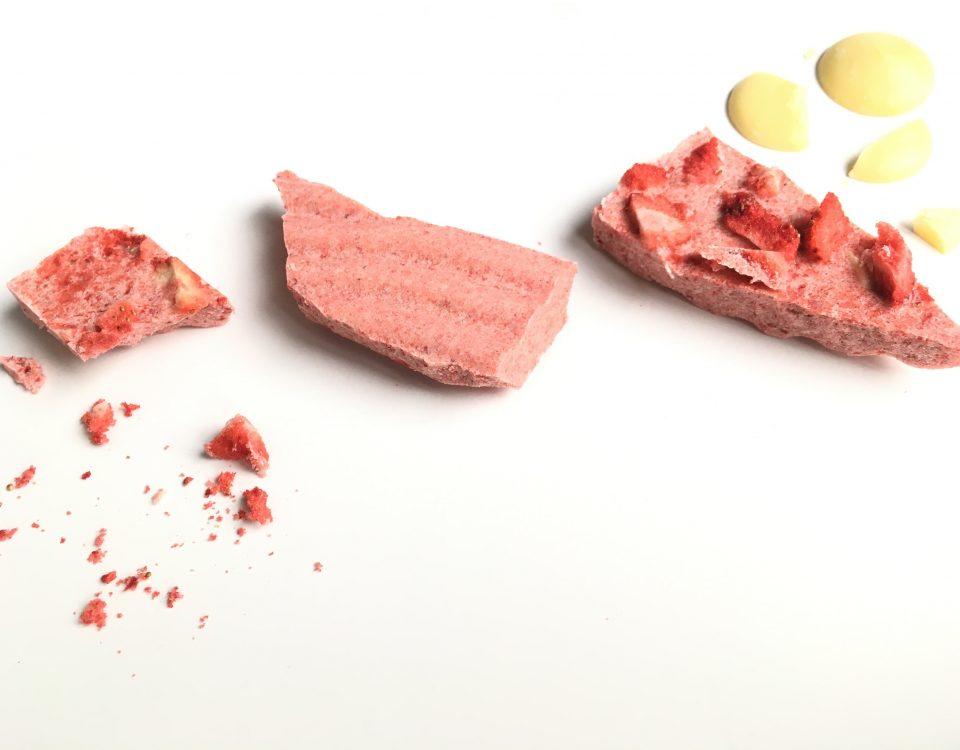 witte chocoladereep met aardbeien -lactosevrij - Chocoladezusjes